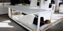 مصممون يخترعون مكتب يتحول إلى سرير نوم عند التعب