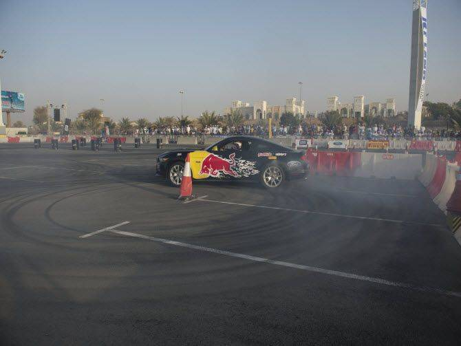 20151025_Red-Bull-Car-park-drift-2015