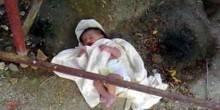 خادمة تقتل طفلها بعد ولادته مباشرةً وترميه في القمامة