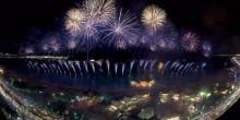 بالصور: عروض الألعاب النارية بألوان العلم الإماراتي تزين سماء أبوظبي