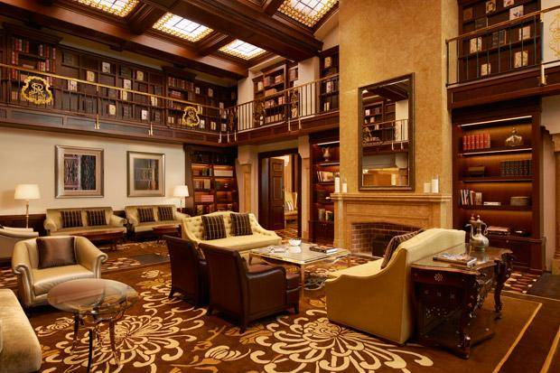 42-St-Regis-Abu-Dhabi-The-St-Regis-Bar---Library