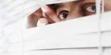 القبض على آسيوي يتجسس على زوجين في غرفة النوم