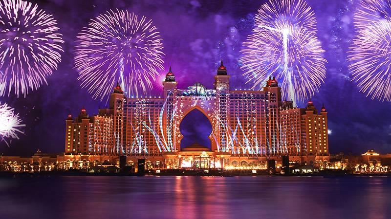 atlantis-hotel-fireworks