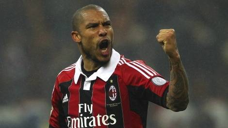 MILAN, ITALY - NOVEMBER 25:  Nigel De Jong of AC Milan celebrates a victory at the end of the Serie A match between AC Milan and Juventus FC at San Siro Stadium on November 25, 2012 in Milan, Italy.  (Photo by Marco Luzzani/Getty Images)