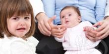 7 خطوات لتجنب الغيرة و توطيد العلاقة بين الأبناء