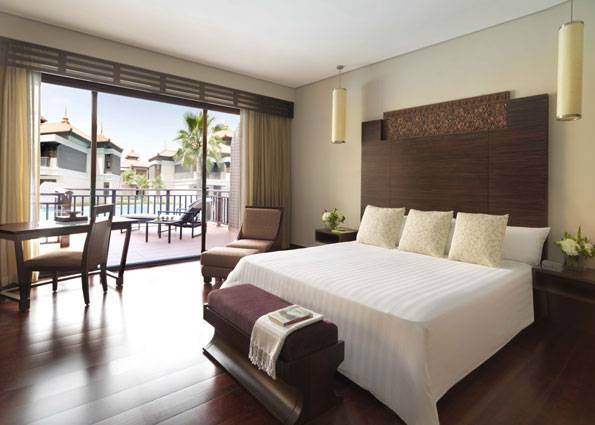 Anantara_Dubai_The_Palm_Resort_Premier_Lagoon_Access_Room_Bedroom_B-ADPJ_2034