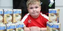 مرض نادر أجبر طفل على تناول 180 غرام من دقيق الذرة كل 3 ساعات