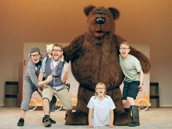 20160202_Were-going-on-a-Bear-Hunt-Madinat-Theatre