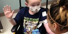 مرض نادر يجعل طفل أمريكي صلبًا مثل الحجر