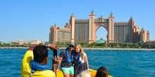 جولات رومانسية بالقوارب في أنحاء دبي