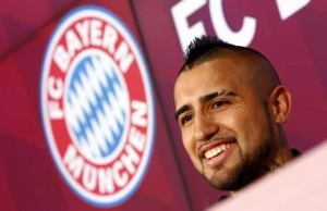 Chile's Arturo Vidal, Bayern Munich's new signing, smiles as he is introduced to the media at the Allianz Arena in Munich, Germany July 28, 2015.  REUTERS/Michaela Rehle - RTX1M50G
