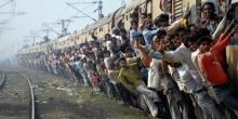 بالصور: قطارات تجسد يوم الحشر في الهند