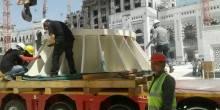 تثبيت أول قاعدة لأكبر مظلة في العالم في ساحات المسجد الحرام