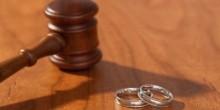 زوجة مصرية تطلب الخلع بسبب وسامة زوجها