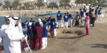 عشرات الطلاب يشاركون في تنظيف شاطئ بوابة أبوظبي