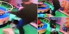 بالفيديو: صيني يضرب طفل صغير بقوة لأنه اصطدم بابنته
