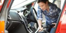 مسحوق القهوة للتخلص من الروائح الكريهة في السيارة