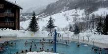 بالصور: جبل في سويسرا  تتدفق منه أربعة ملايين لتر من المياه بحرارة 51 درجة