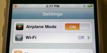 لماذا يطلب منك وضع الهاتف المحمول في وضعية الطيران بالطائرة؟