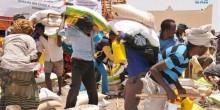 مؤسسة خليفة بن زايد توزع مساعدات غذائية على طلبة مدرسة زايد للأيتام بالصومال