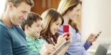 تقضي العائلات أقل من ساعة يوميًا وجهًا لوجه بسبب الهواتف الذكية