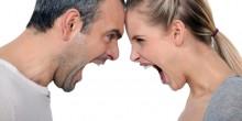 بالفيديو: رجل يعاقب زوجته بطريقة جنونية عند اكتشاف خيانتها