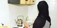 النظر في قضية خادمة متهمة بوضع بولها في طعام مخدوميها بالشارقة