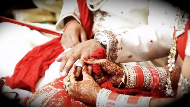 1461736510_indian_wedding_traditions