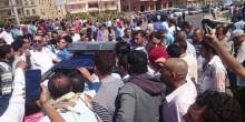 بالفيديو: شرطي مصري يقتل رجلًا ويصيب آخر بسبب كوب شاي