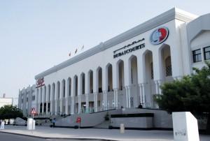 محكمة-الاستئناف-في-دبي-عزل-موظف-عن-عمله-وحبسه-عاماً-لطلبه-رشوة