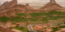 أين يقع جبل حفيت في سلطنة عمان؟