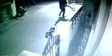 بالفيديو: لحظة اختطاف امرأة وسط الشارع بالهند
