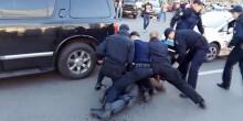 بالفيديو: مصارع أوكراني يقاتل 7 رجال شرطة بمفرده