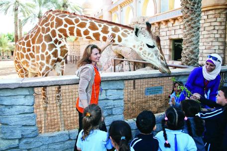 سعداء في حديقة الامارات للحيوان في الباهية ابوظبي . ديسمبر 10 2014 . تصوير مجدي اسكندر