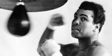 قفاز محمد علي كلاي في نزال القرن بالمزاد العلني