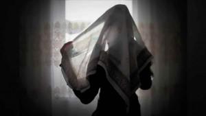 مسلمة تدعو