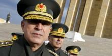تحرير رئيس الأركان التركي واعتقال مئات العسكريين