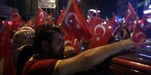بالصور: آلاف المتظاهرين ينددون بالإنقلاب في تركيا