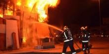 دفاع مدني عجمان يسيطر على حريق 6 مستودعات بالمنطقة الصناعية الجديدة
