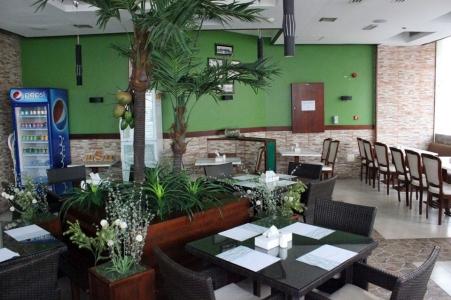 مطعم فود فيلادج رستورانت