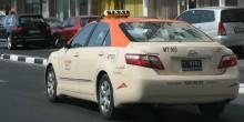 الشرطة تكرم سائقا بالشارقة سلم حقيبة مجوهرات