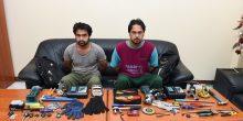 القبض على متهمين متورطين في سرقة سيارت الدفع الرباعي