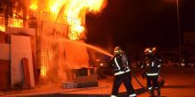 """السيطرة على حريق في """"مركز للأعشاب"""" بالعين"""