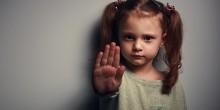 شرطة دبي تنقذ فتاة تتعرض للتعذيب من قبل والدتها