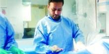 لأول مرة طبيب إماراتي يجري قسطرة قلبية بالذهب