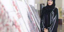 بالصور: فنانة إماراتية ترسم أشعار الشيخ راشد بالخط العربي