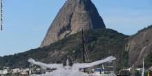 بالصور: الفرنسي JR يحتفل بأوليمبياد الريو في البرازيل على طريقته الخاصة