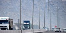 شرطة أبوظبي تمنع دخول حافلات نقل العمال والشاحنات خلال ساعات الذروة الصباحية