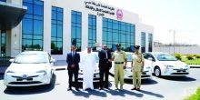 شرطة دبي تتسلّم 10 مركبات صديقة للبيئة