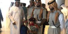 شرطة أبوظبي تستقبل الحجاج بالورود